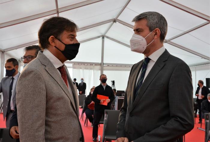 El presidente de la Diputación de Toledo y el director general de la empresa Ehlis al inicio del act