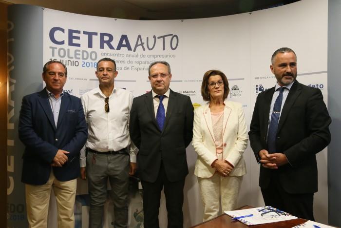 Rafael Martín con los participantes en la inauguración del encuentro de empresarios de talleres