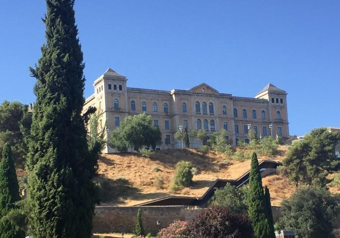 Perspectiva de la fachada de la Diputación desde la Puerta de Bisagra