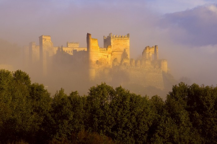 Castillo de Escalona en la niebla. Luis Turégano Molero