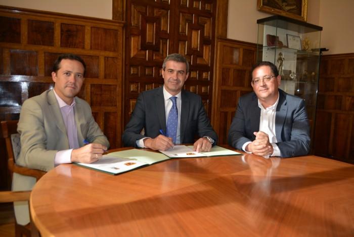 Consorcio de Bomberos, Diputación y Ayuntamiento de Seseña formalizan el convenio