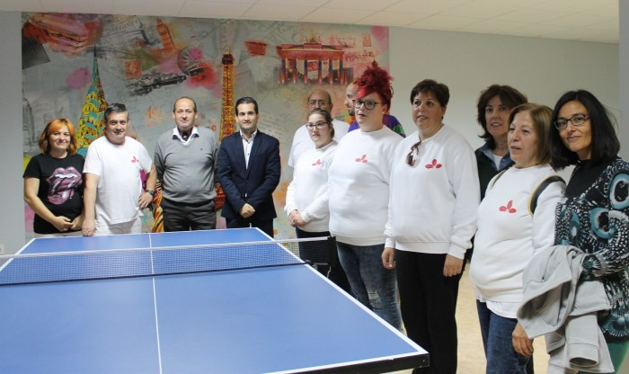 Jaime Corregidor y Ángel de Vega con los técnicos y alumnos