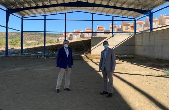 Fernando Muñoz y Rufino Muñoz, alcalde de La Nava de Ricomalillo
