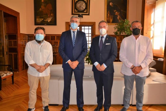 Álvaro Gutiérrez con el presidente y vicepresidente de la Mancomunidad de Servicios Sagra Baja