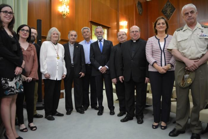 La vicepresidenta con los premiados