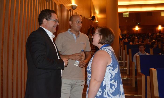 Tomás Villarrubia charlando con Cristina Agudo