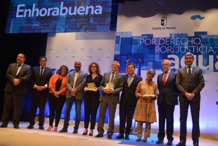 Álvaro Gutiérrez junto a los participantes y premiados en el acto del Día Mundial del Agua