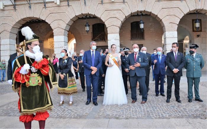 Los maceros acompañaron a las autoridades asistentes a la procesión de Ocaña