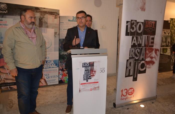 Fernando Muñoz inaugurando la exposición