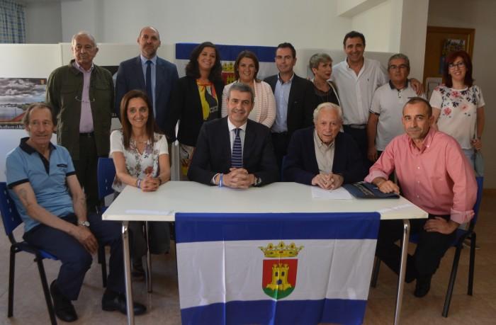 Álvaro Gutiérrez y Aurelio de León tras la firma del pacto institucional y social por Talavera