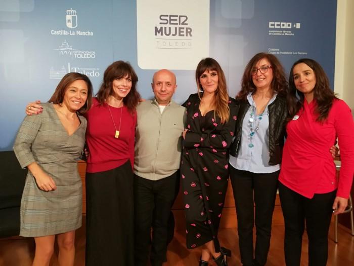 Ana Gómez con las participantes