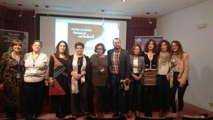 Ana Gómez con participantes en la jornada