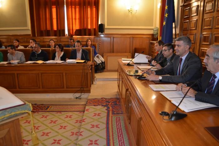 Álvaro Gutiérrez presidiendo el pleno de hoy