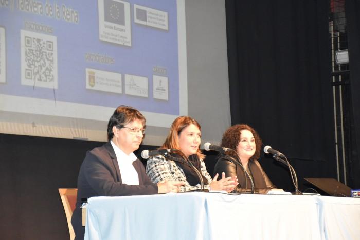 Un momento del acto de inauguración en el IES de Talavera