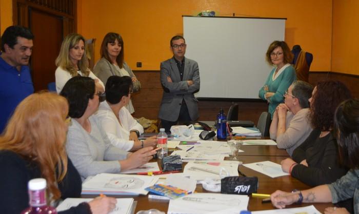Fernando Muñoz con las participantes en el taller de empleo de Gerindote y la alcaldesa