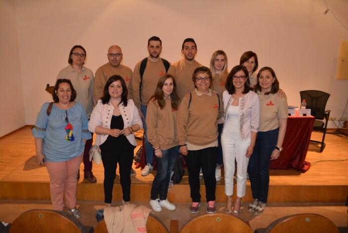 Ana Gómez con los alumnos y alumnas del taller de empleo de Villanueva de Alcardete