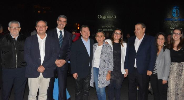 Álvaro Gutiérrez y representantes institucionales y sociales ante la Puerta de Bisagra