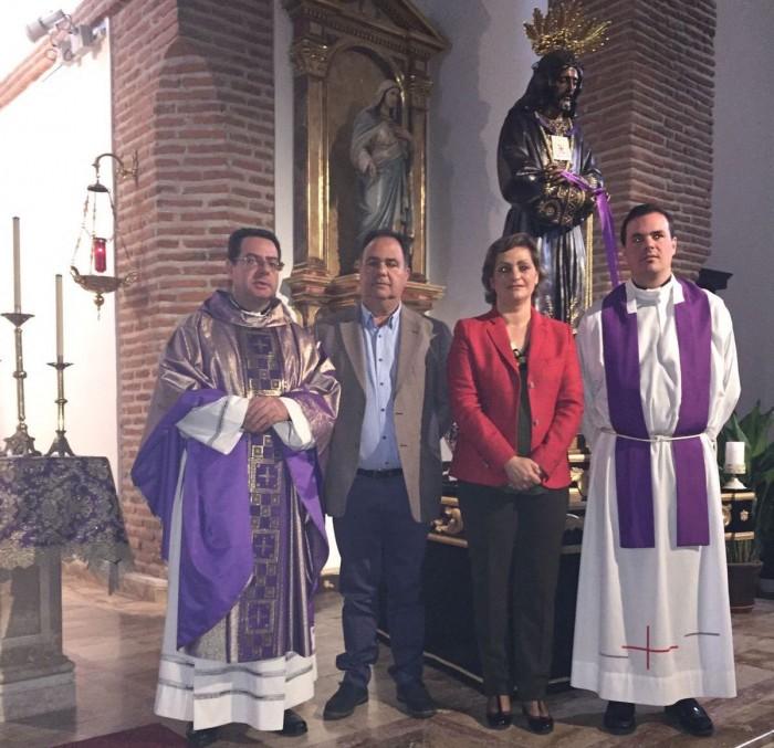 María Ángeles García y José Luís Fernández en la parroquia de Belvís de la Jara