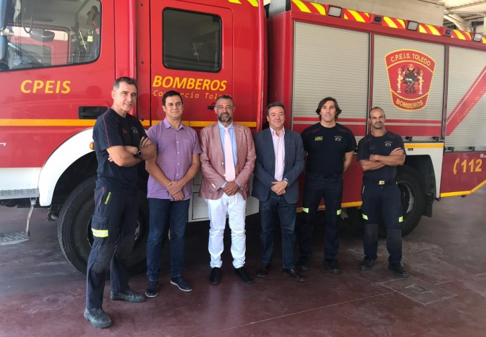 Rafael Martín en un momento de la visita al parque de bomberos de Villacañas