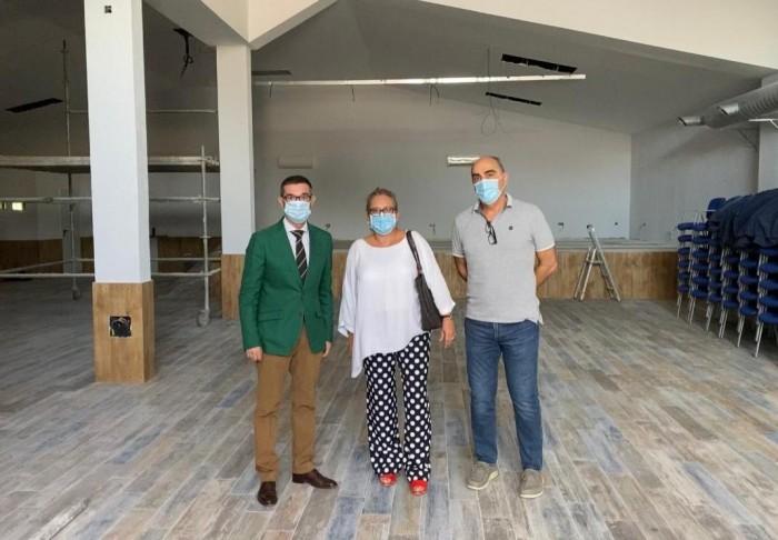 Fernando Muñoz y Cristina del Álamo en un momento de la visita a las obras del centro social