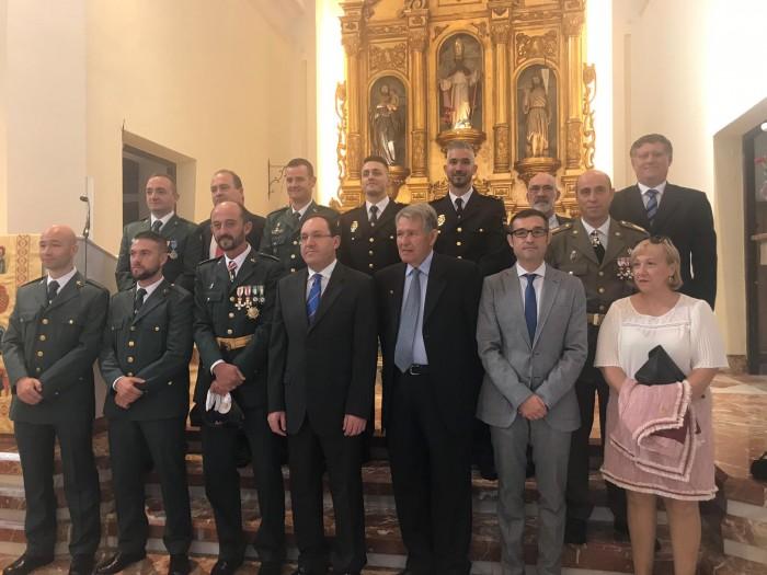 Fernando Muñoz junto a las autoridades asistentes al Día del Pilar en Argés