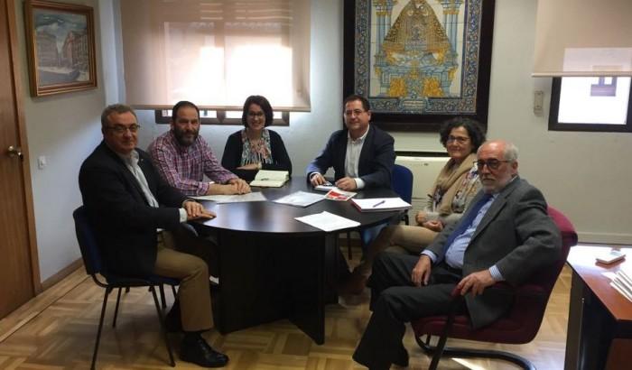 Tomás Villarrubia enla reunión con Cruz Roja para ayudas pobreza infantil