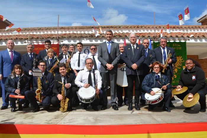 Álvaro Gutiérrez con la Banda de Música de Navamorcuende y Sartajada