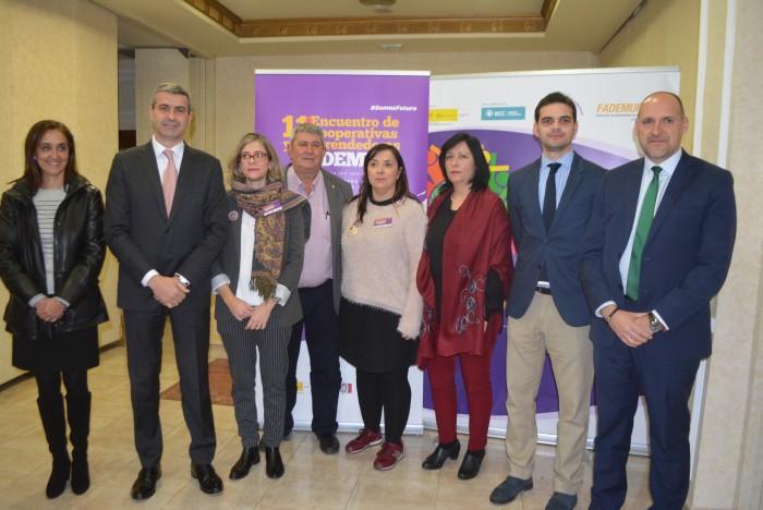 Álvaro Gutérrez con los asistentes al encuentro organizado por Fademur en Talavera