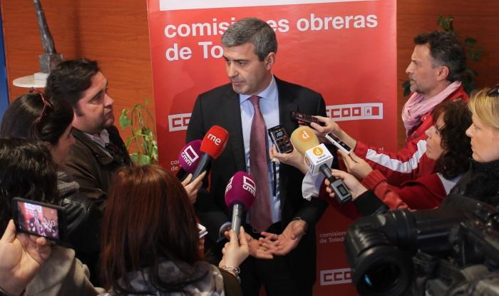 Álvaro Gutiérrez atiende a los medios de comunicación
