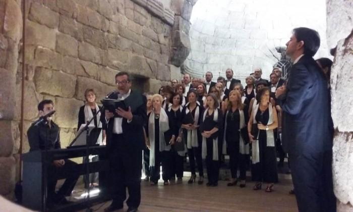 Momento de la actuación del Coro