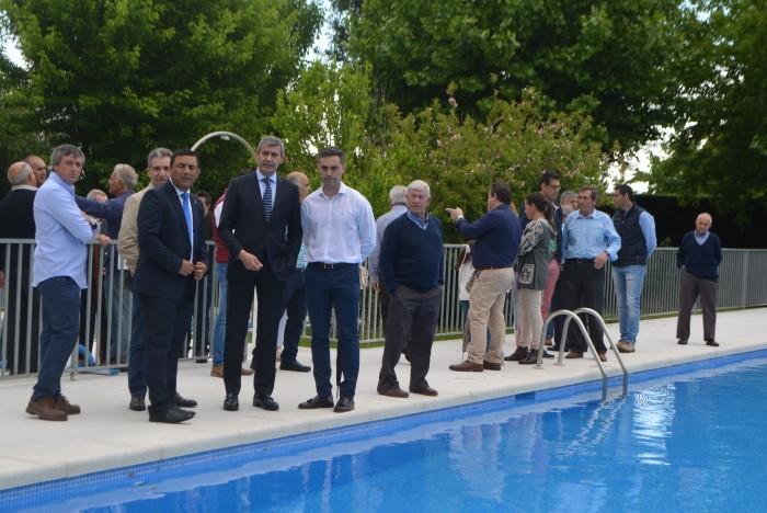 Álvaro Gutiérrez con José Carlos Sánchez visitan las obras de la piscina reformada