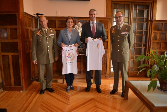 Álvaro Gutiérrez con la vicepresidenta y los mandos militares