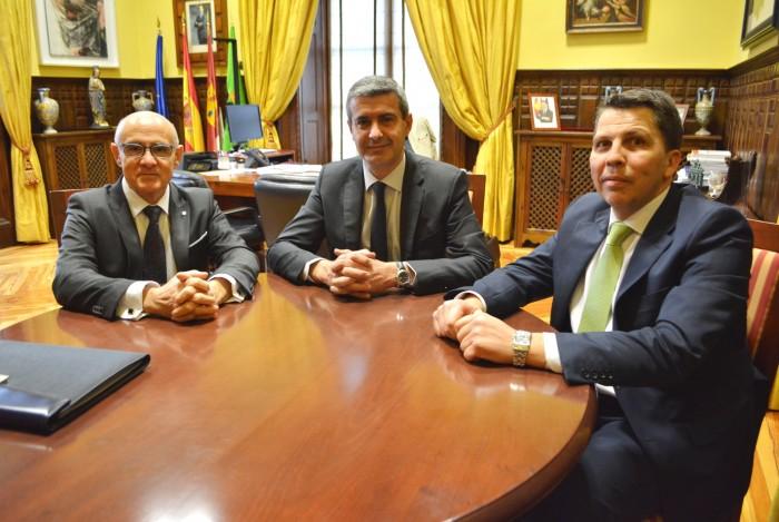 Reunión de Álvaro Gutiérrez, Julio Díaz y Felipe pazos.