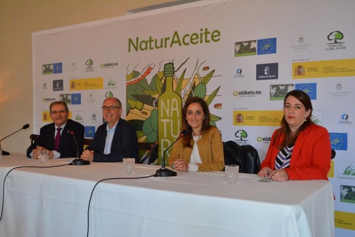 Flora Bellón en la inauguración de la jornada de biodiversidad y olivar