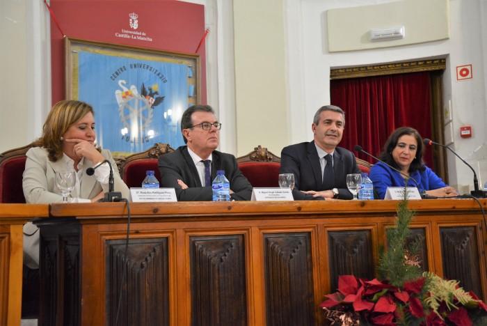 Álvaro Gutiérrez interviniendo en el acto del 50 Aniversario del Colegio Universitario de Toledo
