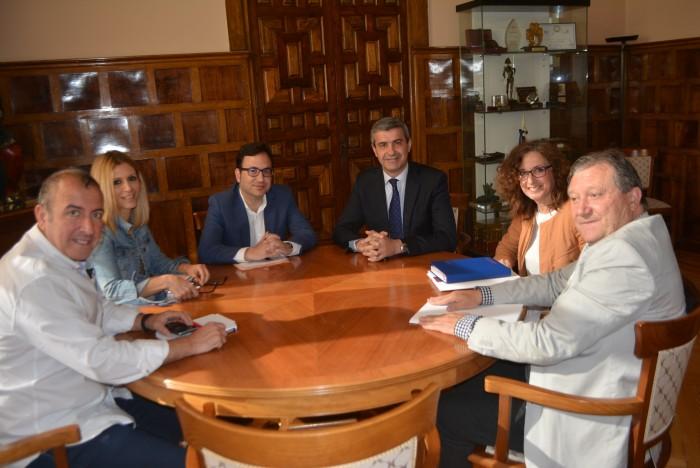 Un momento de la reunión con A.R.T.E.C. en la Diputación de Toledo