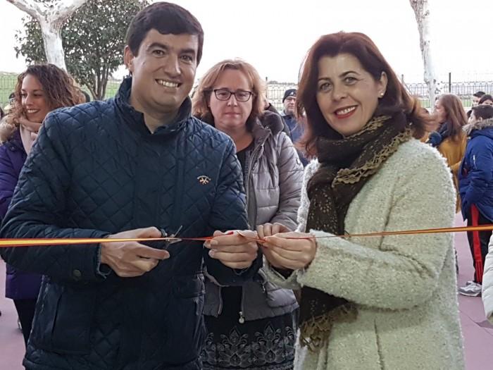 Elvira Manzaneque y Jesús Mayoral inaugurando el centro juvenil de Casarrubios del Monte