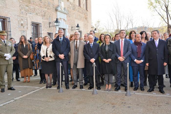 Álvaro Gutiérrez en el momento del izado de banderas con motivo del Día de la Constición