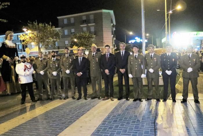 Álvaro Gutiérrez con los militares distinguidos