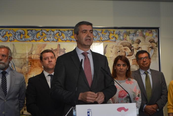 Álvaro Gutiérrez en su intervención en el antiguo instituto
