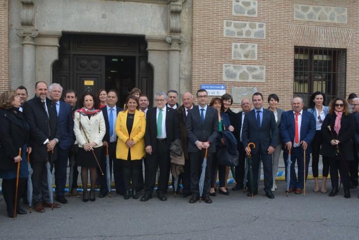 Ángel Felpeto, Agustina García Élez y Ángel Felpeto con alcaldes y alcaldesas de la comarca