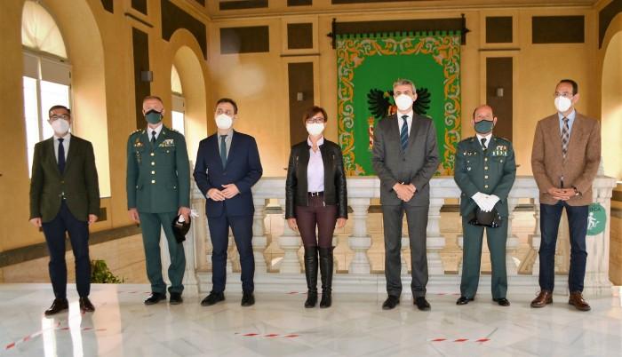 Álvaro Gutiérrez y María Gámez con el resto de autoridades
