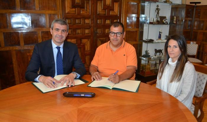 Álvaro Gutiérrez con Pedro Gómez y Vanesa Ayuga