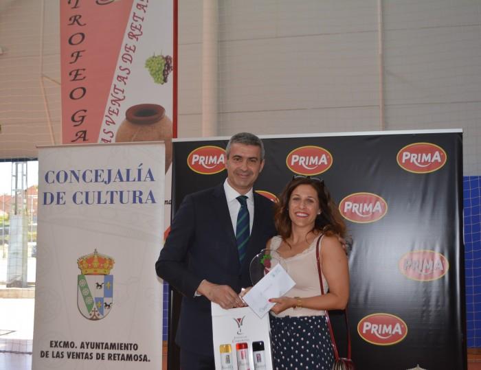 Álvaro Gutiérrez entregó el primer premio a María Sánchez