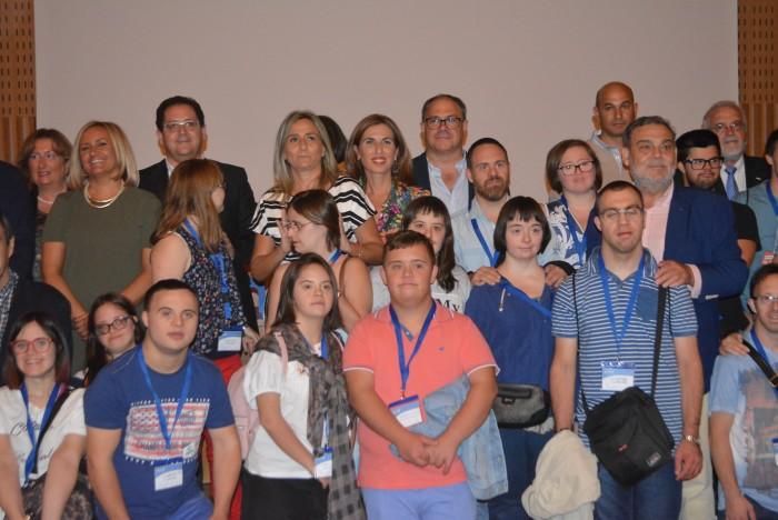 Tomás Villarrubia en la foto de familia con los asistentes a la inauguración del encuentro