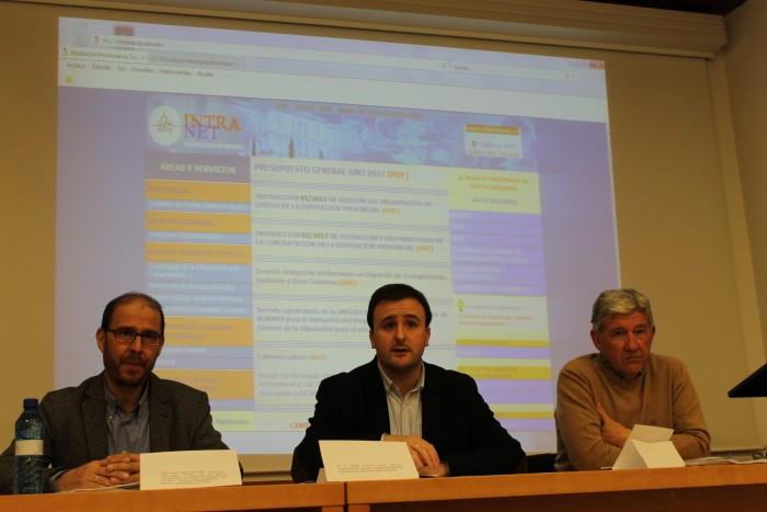 Ángel Luengo inaugurando el curso sobre la nueva ley de contratos del sector público