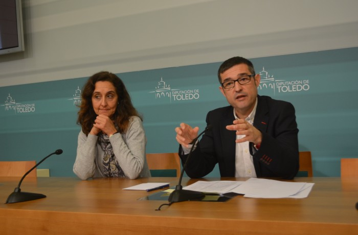 Fernando Muñoz y Flora Bellón durante la rueda de prensa