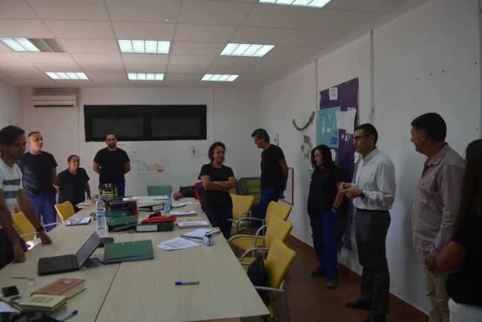 Fernando Muñoz intercambiando impresiones con el alumnado de