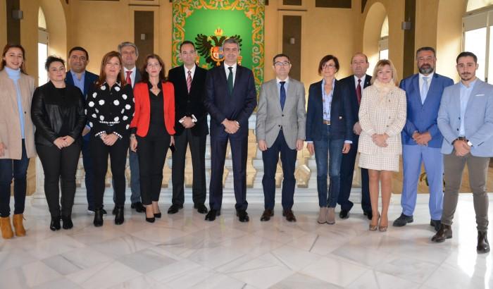Álvaro Gutiérrez con el equipo de gobierno en la presentación de los presupuestos