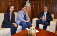Álvaro Gutiérrez, Tita García Élez y Flora Bellón en un momento de la reunión